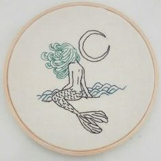 bordado sereia / mermaid embroidery   Janine Magalhães instagram.com/venusemflor #ad