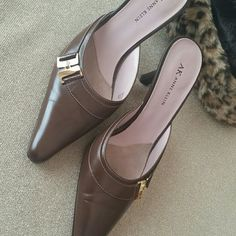 Anne Klein ~shoes~sliders 9M  very good condition Anne Klein Shoes Mules & Clogs