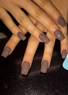 The advantage of the gel is that it allows you to enjoy your French manicure for a long time. There are four different ways to make a French manicure on gel nails. Shellac Nail Colors, Fall Nail Colors, Nail Nail, Shellac Nails Fall, Neutral Colors, Neutral Gel Nails, Winter Nails Colors 2019, Beige Nails, Pedicure Colors
