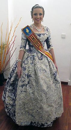 FMV 2014 Carmen Sancho de Rosa ENHORABUENA!!!!!. Folk Costume, Costumes, Spanish Woman, Civil War Dress, Blue And White Dress, Baroque Fashion, Traditional Dresses, Beautiful Dresses, Dress Up