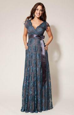 Zloženie materiálu: Čipka: 83% Nylon, 7% hodváb Podšívka: 95% acetát, 5% elastan Vnútorná podšívka: 93% Micro modal, 7% elastan   Dĺžka šiat od obvodu pod prsiami: 122 cm  Farba: šedá podšivka, petrolejová modrá čipka  K šatám je dodávaná saténová stuha zdarma v teplej šedej farbe.