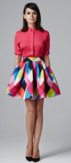 Este verano diviértete usando colores y estampados geométricos #PremiosJuventud