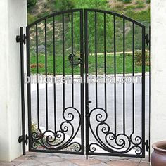 Painting Wrought Iron Pedestrian Gates Photo, Detailed about Painting Wrought… Front Gate Design, House Gate Design, Railing Design, Fence Design, Garden Design, Metal Driveway Gates, Wrought Iron Garden Gates, Metal Gates, Gate Pictures