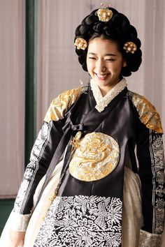 한복 韓服 (Hanbok : Korean traditional clothes) Park Shin Hye.