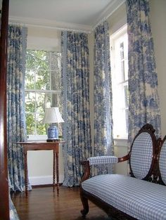 Impressive French Country Living Room Design To This Fall Ideas 24 French Country Bedrooms, French Country Living Room, French Country Curtains, French Curtains, Country French, Blue Rooms, White Rooms, French Decor, French Country Decorating