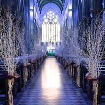Planning a winter wedding? LOVE this look!