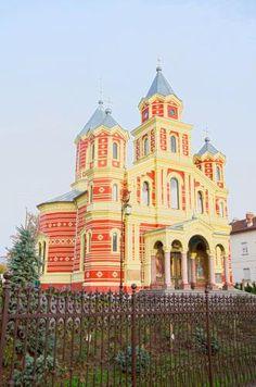 Rumania, Craiova - Craiova es una ciudad de Rumania, capital del distrito de Dolj, emplazada cerca de la orilla izquierda del río Jiu en la Oltenia central, equidistante aproximadamente entre los Cárpatos meridionales y el río Danubio