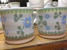 New Clover Patter - 2013 - these are small mugs. Just decorated - waiting for the kiln. Different Patterns, Different Shapes, Irish Pottery, Pottery Patterns, Kitchenware, Tableware, Pottery Bowls, Country Decor, Glaze