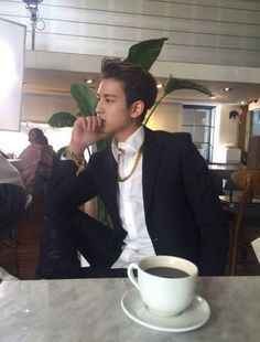 via Zeerow App Kim Jinhwan, Chanwoo Ikon, Ikon Member, Ikon Kpop, Boyfriend Pictures, Kpop Guys, Asian Boys, Lee Min Ho