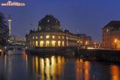 GERMANIA Berlino Visita al Mitte, il quartiere più centrale di Berlino, dalla Potsdamer Platz a Gendarmenmarkt, poi l'isola dei musei e Alexanderplatz e la vita notturna a Spandauervorstadt