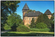 Linn Castle - Daybreak at Linn Castle Krefeld.  DE-Krefeld Nordhrein-Westfalen  Taken with  Canon EOS 80D and 18-35mm  Sek. bei ƒ / 32 35 mm ISO 100  #krefeld #burglinn #linncastle #castle #burg  #canon80d #sigma1835 #sigma1835art #nikfilter