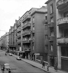 Ilyen is volt Budapest - Fürst Sándor (Hollán Ernő) utca, a Duna mozi Old Pictures, Old Photos, Budapest Hungary, Capital City, Historical Photos, Homeland, Past, Arch, Street View