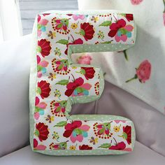 "Sewing Pillows No tutorial, but love the idea - might be able to create this just by playing with letter shapes - I made this pillow for Elin with a pattern from ""Stoff och stil"". Sewing Pillows, Diy Pillows, Cushions, Throw Pillows, Pillow Ideas, Sewing Tutorials, Sewing Hacks, Sewing Patterns, Fabric Crafts"