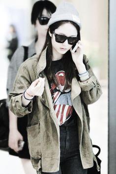 Krystal ( f(x) ) - high-waisted jeans, tee, khaki/green oversized jacket