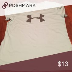 V neck tee Heat gear tee, loose fit, no stains, very gently used Under Armour Tops Tees - Short Sleeve