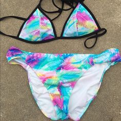 Victoria's Secret PINK Swimsuit Bikini Bottom L Medium top. Large bottom. This listing is for the BOTTOM ONLY. Top is sold separately. Tropical palms. Victoria's Secret PINK Gently used in excellent condition! I only wore this like 2 times so it's pretty new. PINK Victoria's Secret Swim Bikinis