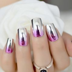 Metallic nail art designs provide the source of fashion. We all know now that metallic nails are shiny and fashionable and stylish. Silver metallic will enhance your overall appearance. These silver metallic nails are sure to be eye catching. Pink Ombre Nails, Glitter Nails, Fancy Nails, Pretty Nails, Crome Nails, Stone Nail Art, Chrome Nail Art, Chrome Nails Designs, Nagellack Design
