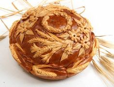 Karavai is traditional Russian bread. Its use dates back to hospitality and holiday customs in ancient Rus. Nowadays it's often used at weddings, where it has great symbolic meaning. Serbian Recipes, Ukrainian Recipes, Russian Recipes, Savory Donuts Recipe, Donut Recipes, Bread Shaping, Bread Art, Russian Wedding, Bread And Pastries