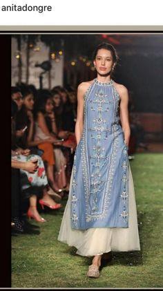 39 Ideas Skirt Ideas Outfit Maxi Source by ideas skirt Indian Attire, Indian Wear, Ethnic Fashion, Indian Fashion, Woman Fashion, Indian Dresses, Indian Outfits, Long Tunic Dress, Kurta Designs Women