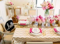 almoço ou jantar de noivado decorado em rosa e branco
