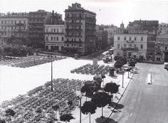 1950 ~ Syntagma square, Athens Attica Athens, My Athens, Athens Hotel, Athens Greece, Greece Pictures, Time Pictures, Old Pictures, Old Photos, Athens History