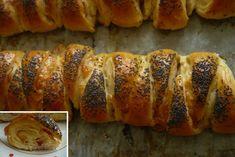 Trojúhelníky se šunkou, sýrem a česnekem Hot Dog Buns, Sushi, Sausage, Nutella, Bread, Ethnic Recipes, Food, Halloween, Author