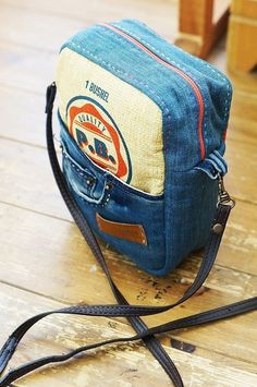 Bag from Recycled Old Jeans This is very similar to one I'm making now.