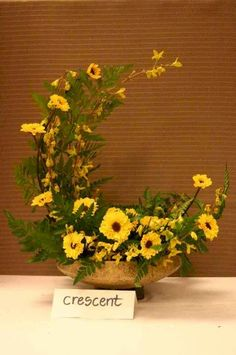 The fan flower arrangement is designed like its namesake. Fan-shaped floral arrangements generally consist of a line of flowers with long, straight stems, such as delphiniums and gladiolus. Modern Floral Arrangements, Flower Arrangement Designs, Funeral Flower Arrangements, Funeral Flowers, Flower Designs, Altar Flowers, Arte Floral, Flower Decorations, Purple Bouquets