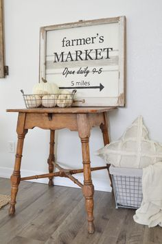 Farmhouse Style DIY Farmer's Market Sign With Chippy Vintage Frame. Rustic sign Farmhouse Style DIY Farmer's Market Sign With Chippy Vintage Frame. Farmhouse Homes, Farmhouse Signs, Farmhouse Chic, Vintage Farmhouse, Farmhouse Ideas, Fresh Farmhouse, Urban Farmhouse, Farmhouse Kitchens, Diy Design