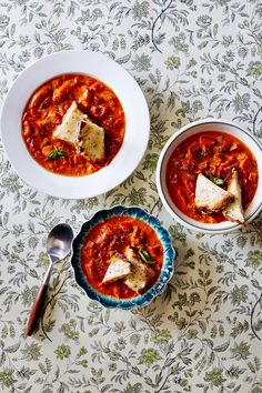 Feed a crowd with this bright, slightly piquant Chunky Tomato-Red Pepper Soup.