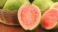 A seguir veremos como a goiaba pode ajudar a fortalecer a nossa saúde. Verá também osBenefícios da Goiabapara a boa forma. Entenda para que serve essa deliciosa fruta: