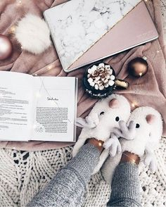 christmas flatlay, cozy winter vibes, christmas aesthetic - Lidia Solymosi christmas flatlay, cozy w Pic Tumblr, Job A Domicile, Tableaux D'inspiration, Lifestyle Fotografie, Christmas Aesthetic, Christmas Mood, Xmas, Christmas Flatlay, Merry Christmas
