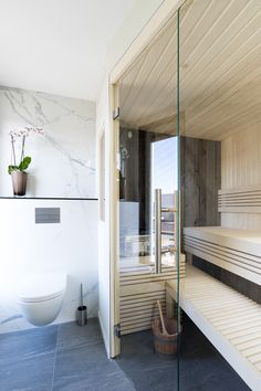 You do not need much space to have a sauna at home Cleopatra, Modern Bathroom, Bathtub, Inspireren, House, Space, Standing Bath, Floor Space, Funky Bathroom