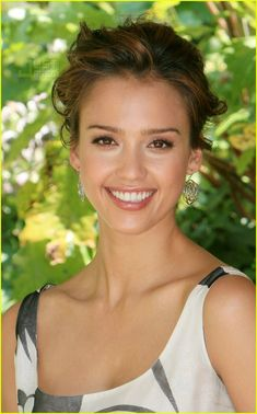 love her makeup and hair - jessica alba 2007