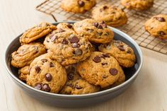 pumpkin spice chocolate chip cookies horizontal Thanksgiving Desserts Easy, Fall Dessert Recipes, Fall Desserts, Dessert Ideas, Easter Desserts, Delicious Desserts, Chip Cookie Recipe, Cookie Recipes, Cookie Ideas