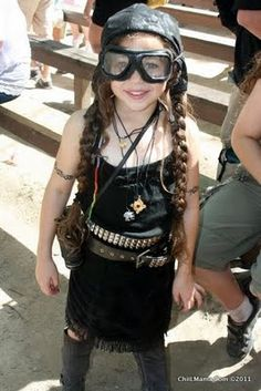 ChiIL Mama: Steampunk Invasion This Weekend At Bristol Renaissance Faire - this is cute, but I'd prefer something with sleeves
