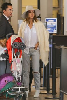 Jessica Alba Photos - Jessica Alba and Daughter Haven Hitch a Flight at LAX - Zimbio
