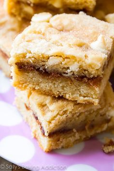 Wendi Hamel via Sallys Baking addiction White Chocolate Snickerdoodle Blondies are a must make - a cross between a chewy blondie, a soft cinnamon sugar cookie, and a buttery cake! Köstliche Desserts, Delicious Desserts, Dessert Recipes, Bar Recipes, Eat Dessert First, Dessert Bars, Chocolate Blanco, White Chocolate, Chocolate Chips