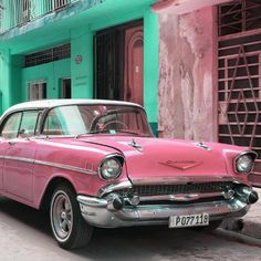 Vintage Cars Photographic Print: Cuba Fuerte Collection SQ - Pink Chevrolet Cuban by Philippe Hugonnard : - Classic Cars British, Old Classic Cars, Audi Tt, Baggers, Ford Gt, Retro Cars, Vintage Cars, Vintage Travel, Peugeot