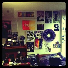 I love how the wall is covered! #dorm #Diy #wall