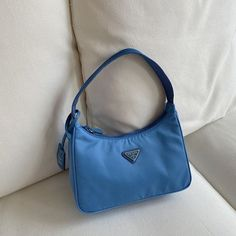 Find tips and tricks, amazing ideas for Prada handbags. Discover and try out new things about Prada handbags site Prada Bag, Prada Handbags, Louis Vuitton Handbags, Purses And Handbags, Handbags Online, Mode Vintage, Vintage Bags, Mini Purse, Mini Bag