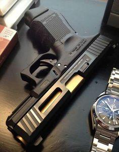 Glock Arma 3, Armas Tumblr, Weapons Guns, Guns And Ammo, Salient Arms, Armures, Katana, Ak 47, Custom Guns