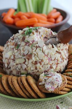 The Best Cheese Ball Recipe! Roll in shredded mozzarella for those who can't eat nuts! Best Cheese Ball Recipe, Cheese Ball Recipes, Yummy Appetizers, Appetizers For Party, Appetizer Recipes, Appetizer Ideas, Lunch Recipes, Snacks Für Party, Balls Recipe