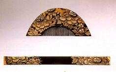 Edo tortoiseshell kushi and kogai set with gold maki-e flowers.