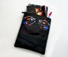 Mala clutch. Tecido impresso e pele natural, revestida por dentro. Disponível em stock. Bags Collection Bibiana Grave Ilustração