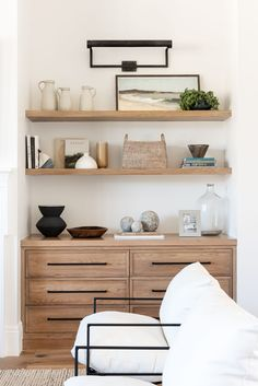 Home Living Room, Living Room Decor, Living Spaces, Living Room Wall Shelves, Shelves In Bedroom, Dining Nook, Home Interior, Interior Styling, Interior Decorating