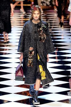 All the Looks From the Dolce & Gabbana Fall 2016 Ready-to-Wear Show Fashion Wear, Fashion Beauty, Fashion Outfits, Womens Fashion, Luxury Fashion, Dolce And Gabbana 2017, Milan Fashion Weeks, Mantel, Ready To Wear