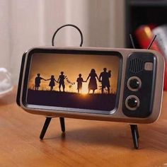 OFF Wireless Speaker Mobile-Phone-Holder Audio Retro Outdoor Mini Portable Bluetooth Tv-Style Support Smartphone, Bulthaup Kitchen, Mobiles, Ideas Dormitorios, T Mobile Phones, Iphone Mobile, Samsung Mobile, Support Telephone, Digital Photo Frame