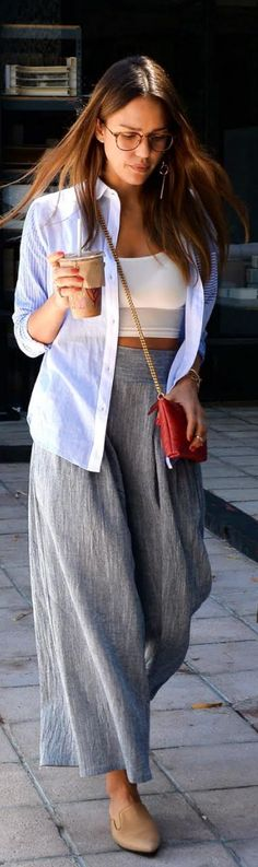 Who made Jessica Alba's blue striped top, wide leg pants, gold jewelry, and red quilted handbag?