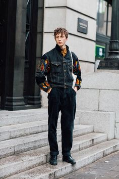The best off-duty model street looks spotted outside the shows at Menswear Week Fall/Winter 2016-2017. Captured by Johnathan Daniel Pryce.